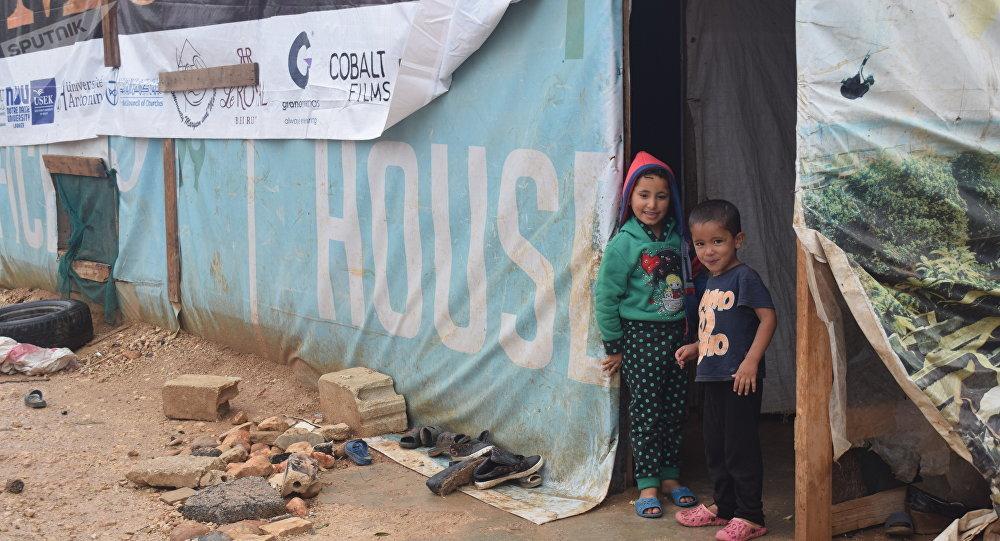 اللاجئون السوريون يستعدون لفصل الشتاء في ظل نقص المساعدات وإرتفاع أسعار المحروقات