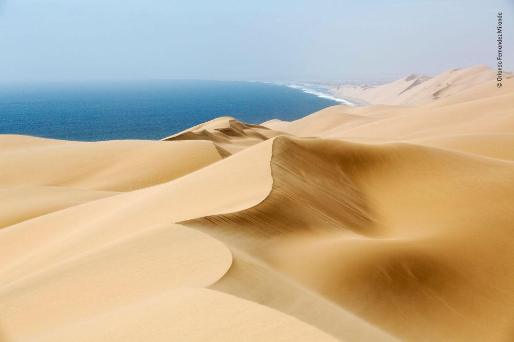 صورة (Windsweep )، للمصور أورلاندو فيرنانديز ميراندا من إسبانيا، الفائز في فئة بيئة الأرض  بالمسابقة