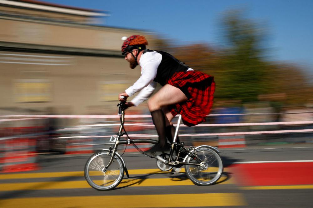 أحد المشاركين في بطولة برومبتون لركوب الدراجات في بيرن، سويسرا 21 أكتوبر/ تشرين الأول 2018
