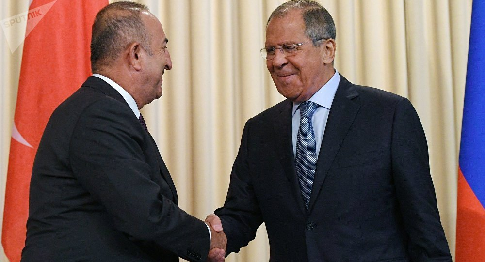 لافروف وجاويش أوغلو يؤكدان ضرورة الحل السلمي في قره باغ والحوار في ليبيا