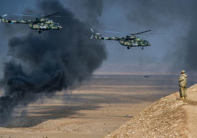 مروحيات مي-8 أ إم تي شي (تيرميناتور)، خلال مناورات مكافحة الإرهاب المشتركة لمنظمة معاهدة الأمن الجماعي في الحقل العسكري خاربمايدون في طاجيكستان