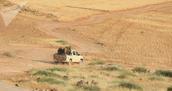 النصرة تسلم داعش عبوتي (كيماوي) إضافيتين في منزوعة السلاح شمال حماة