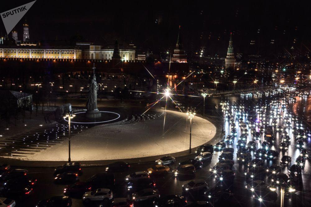 ازدحام السيارات في وسط مدينة موسكو، روسيا