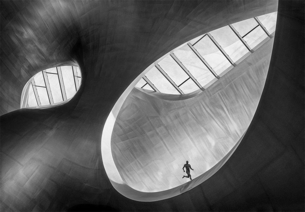 صورة بعنوان Runner ، للمصور مارسيل فان بالكين، الحاصل على المرتبة الأولى في فئة أحادي اللون