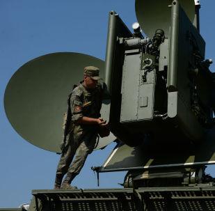 نشر وحدة التشويش الأرضي متعددة الوظائف كراسوخا - 4، خلال مناورات تكتيكية خاصة مع وحدات التحكم الإلكتروني القتالية في المنطقة العسكرية وسط روسيا في سفيردلوفسك