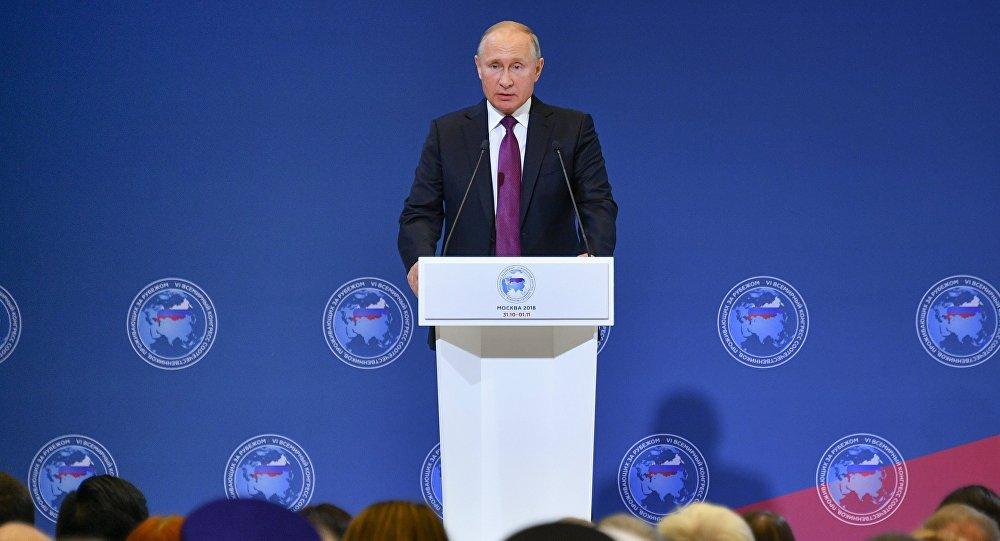 الرئيس فلاديمير بوتين في المؤتمر العالمي للمواطنين الذين يعيشون بالخارج، موسكو 31 أكتوبر/ تشرين الأول 2018