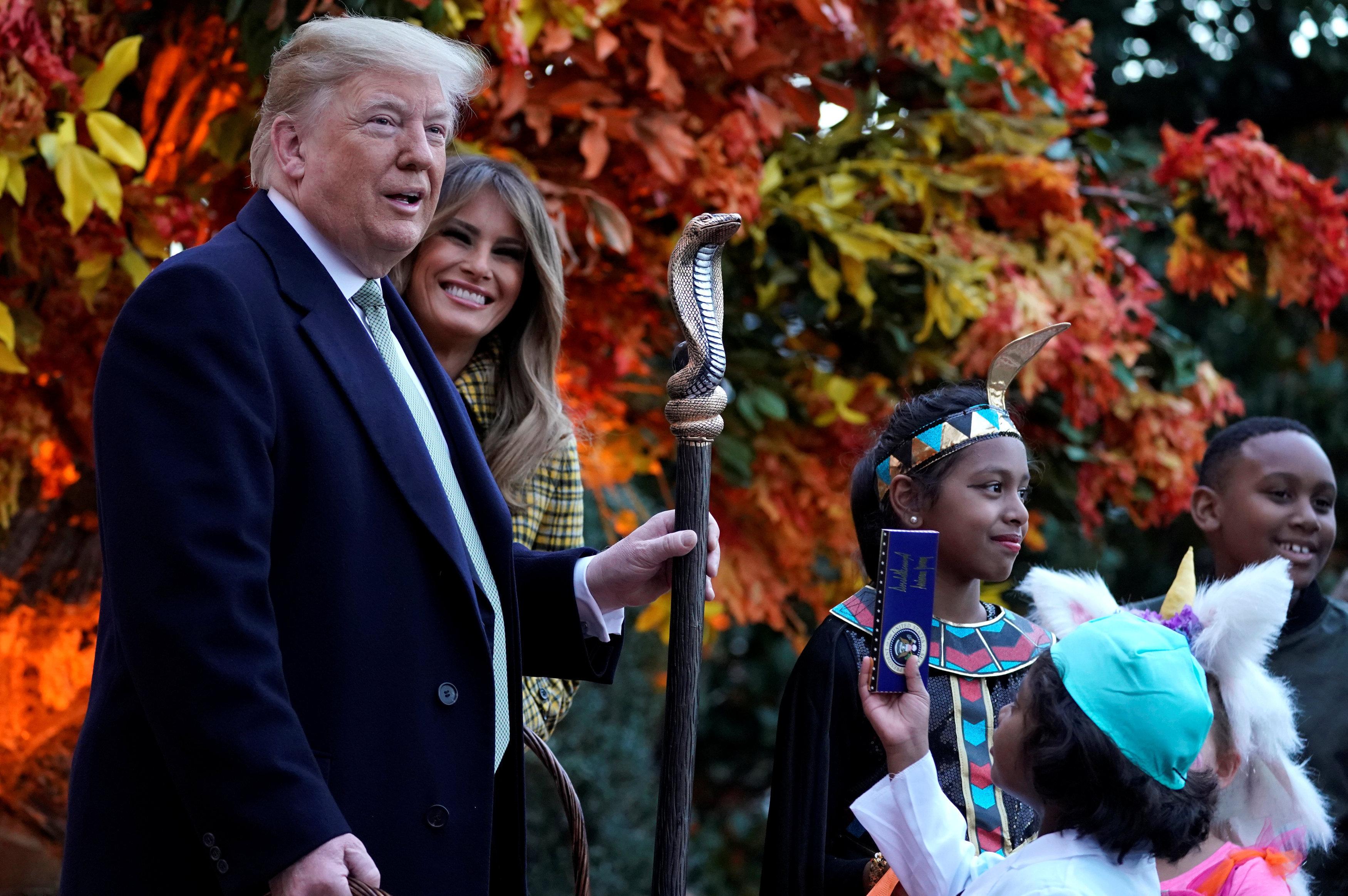 الرئيس الأمريكي دونالد ترامب و زوجته يحتفلان بعيد الهالوين