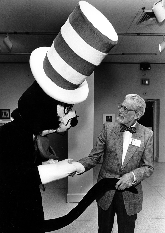 كاتب وأخصائي رسوم متحركة للأطفال الأمريكي تيودور سوس جيزل (المشهور باسم دكتور سوس)، 1988