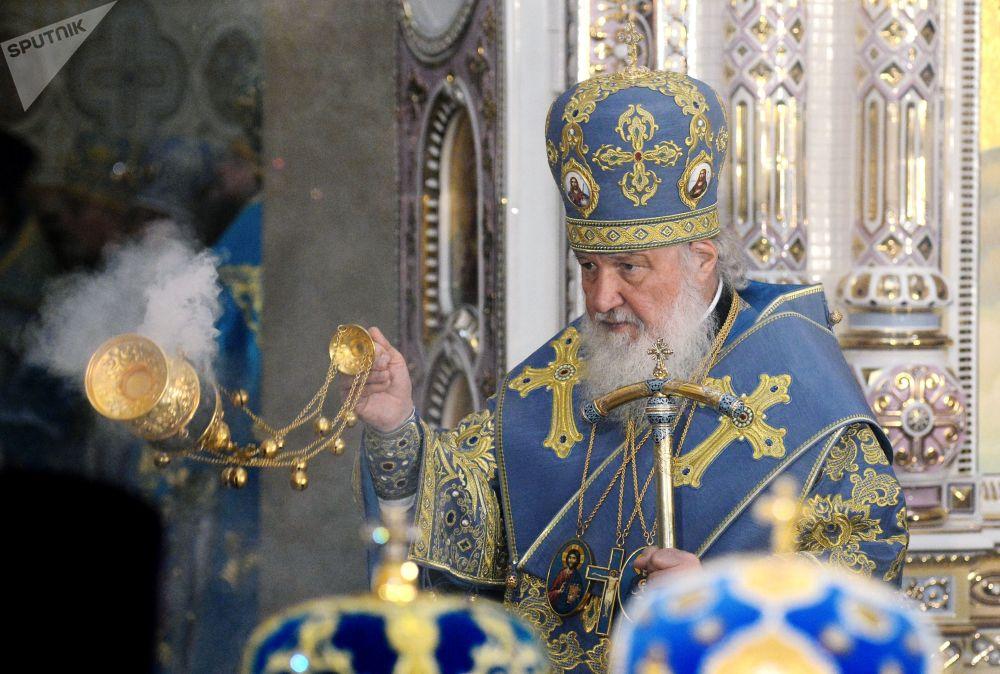البطريرك كيريل، بطريرك موسكو وعموم روسيا خلال مراسم كنيسة النصب التذكاري باسم جميع القديسين وضحايا الوطن في مينسك