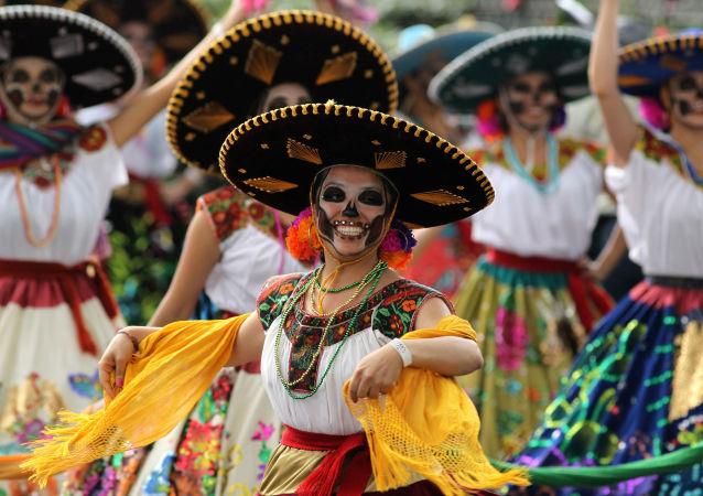مشاركو فعالية احتفالية بـ يوم الأموات في المكسيك، 27 أكتوبر/ تشرين الأول 2018