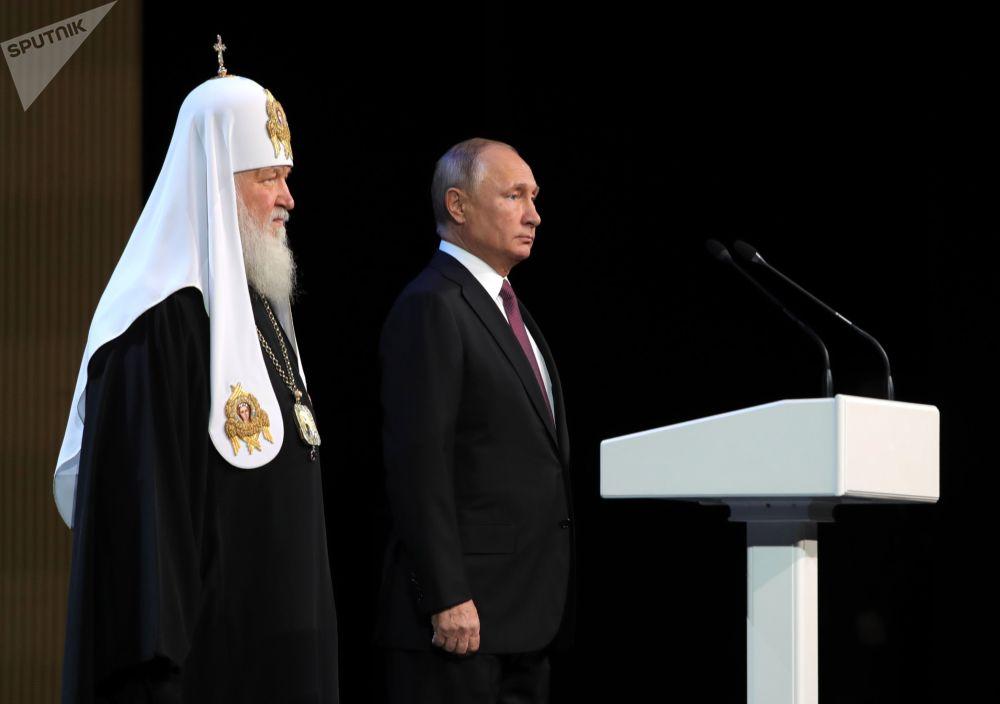 الرئيس فلاديمير بوتين والبطريرك كيريل، بطريرك موسكو وعموم روسيا في الجلسة العامة لمجلس الشعب الروسي
