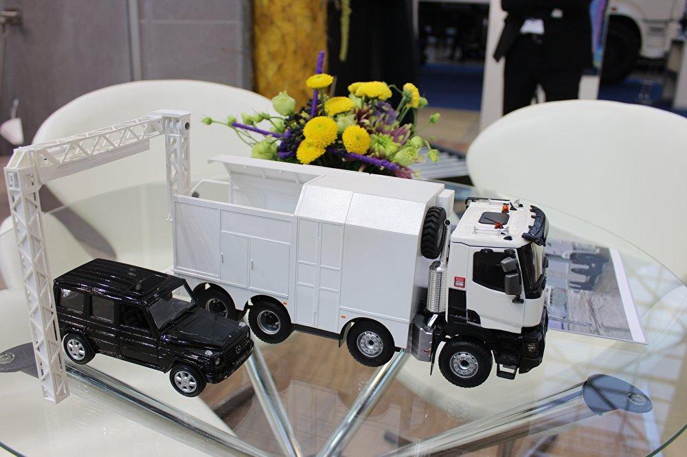 نموذج مصغر لجهاز كشف التهديدات المحتملة الموجودة داخل المركبات بمختلف أحجامها