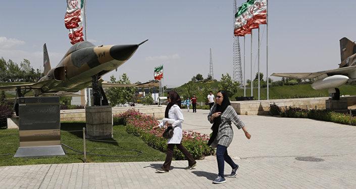 معرض لمقاتلات إيرانية