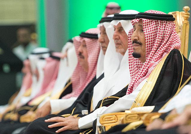 العاهل السعودي الملك سلمان بن عبد العزيز آل سعود يحضر افتتاح خط سكة حديد الحرمين الذي يربط مكة والمدينة بمدينة جدة المطلة على البحر الأحمر، 4 نوفمبر/تشرين الثاني 2018