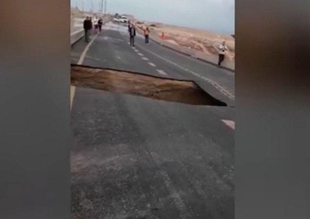 انهيار طريق سريع في إسرائيل