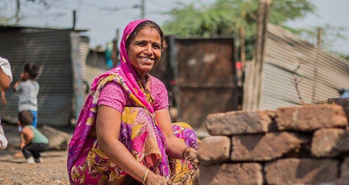 قصة امرأة هندية تجلس في الماء من الفجر حتى الغسق لمدة 20 عاما