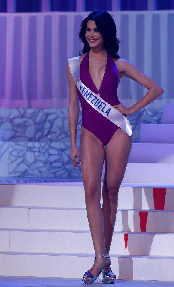 الفنزويلية ماريا كلاريت فيلاسكو غارسي الفائزة في مسابقة ملكة جمال الأمم - 2018 في طوكيو، اليابان