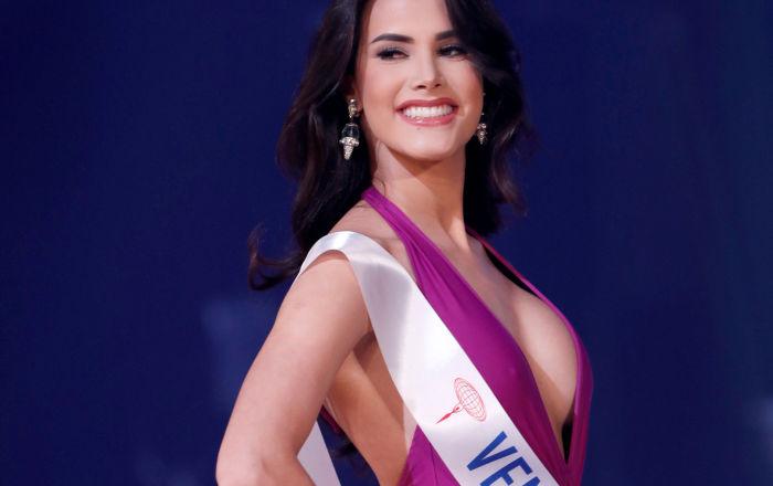 الفنزويلية مريم كلاريت فلزكو غارسيا الفائزة في مسابقة الجمال ملكة جمال الأمم - 2018 في طوكيو، اليابان