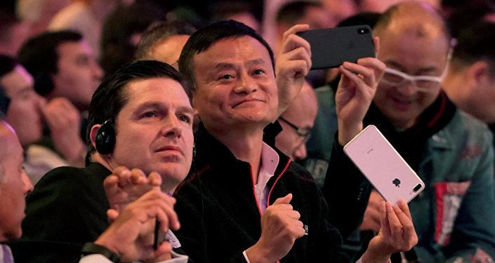 المؤسس المشارك والرئيس التنفيذي لمجموعة علي بابا جاك ما يصل إلى مهرجان التسوق العالمي الخاص بـ يوم العزاب في شنغهاي الصين، 11 نوفمبر/تشرين الثاني 2018