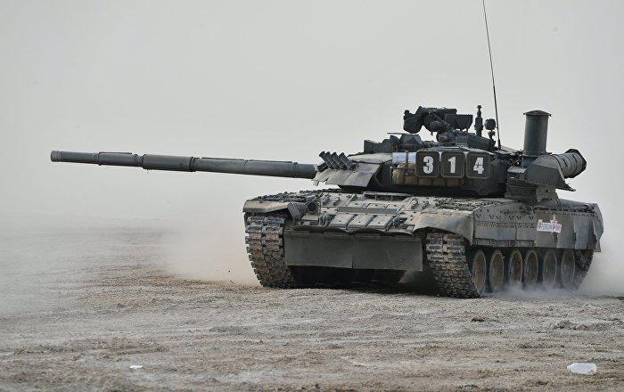 "دبابات تسبح…فيديو لعبور ""تي-80"" نهرا في ضواحي موسكو"