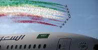 عرض جوي لفريق الطيران فريسي تريكولوري الإيطالي، خلال العرض الجوي الدولي (2018 Bahrain International Airshow) في القاعدة الجوية الصخير في بحرين