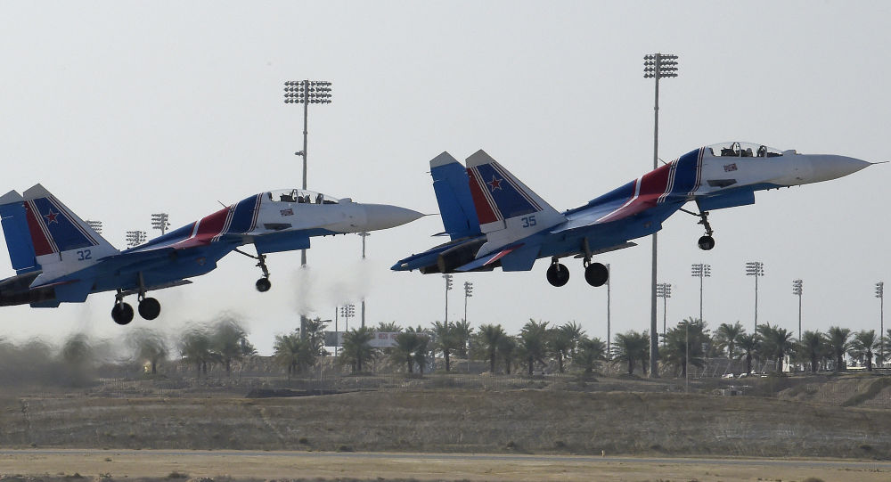 فريق الاستعراض الجوي روسكيي فيتيازي (الفرسان الروس سو-27) التابعة للقوات الجوية الروسية، خلال العرض الجوي الدولي (2018 Bahrain International Airshow) في القاعدة الجوية الصخير في بحرين