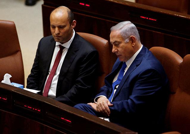 رئيس الوزراء الإسرائيلي بنيامين نتنياهو ووزير التعليم الإسرائيلي نفتالي بينيت أثناء جلسة في الكنيست، القدس، 12 مارس/ آذار 2018