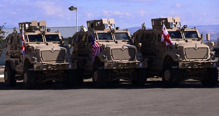 كيف يتم نقل المركبات العسكرية بالمروحيات؟… فيديو