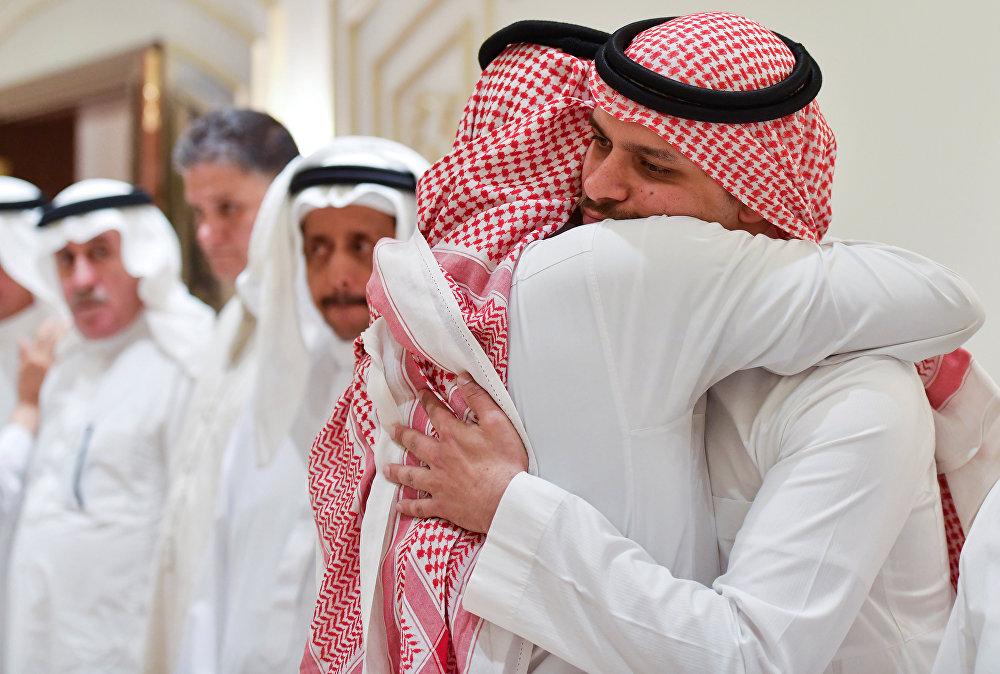 صلاح خاشقجي نجل الصحفي السعودي جمال خاشقجي يستقبل المعزين بمنزلهم في جدة