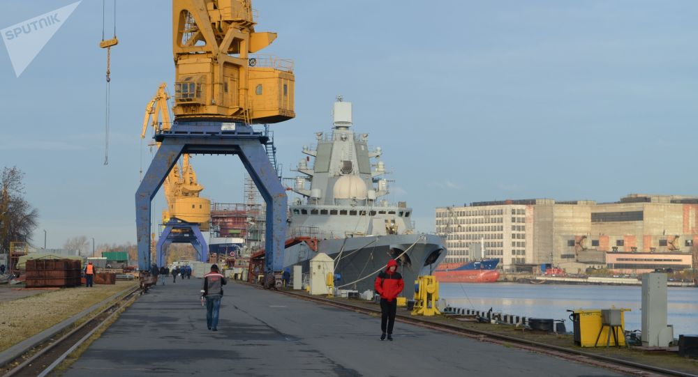 سفينة أميرال كاساتونوف (مشروع 22350) في مرسى سيفيرنايا فيرف في سان بطرسبورغ