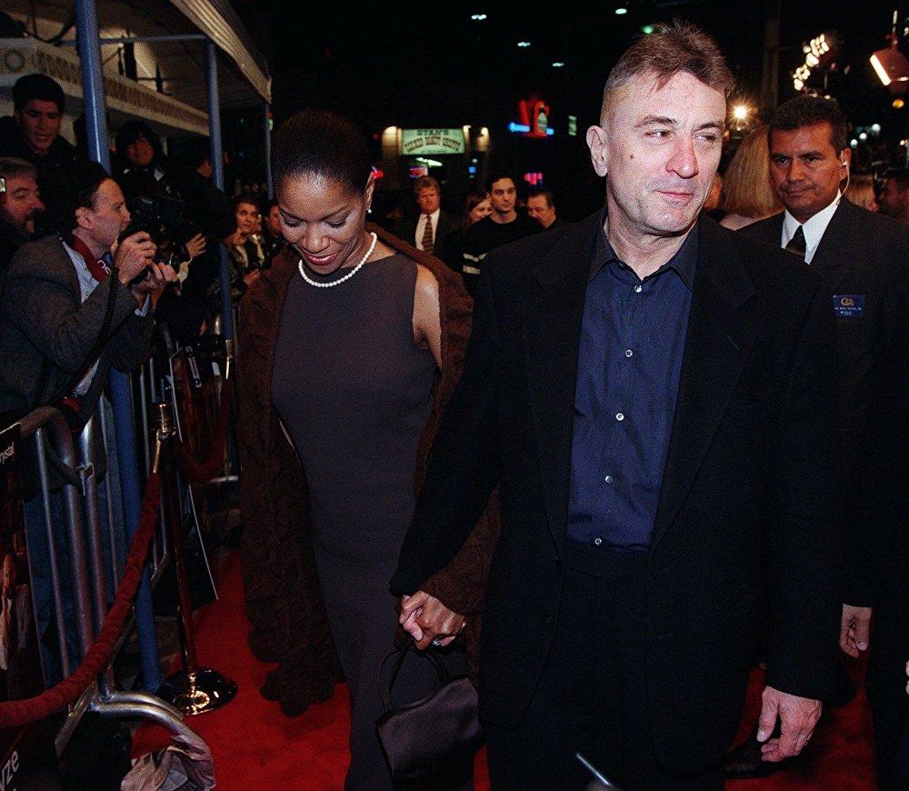 الممثل الأمريكي روبيرت دي نيرو وزوجته غريس هايتاور في لوس أنجلوس 1999