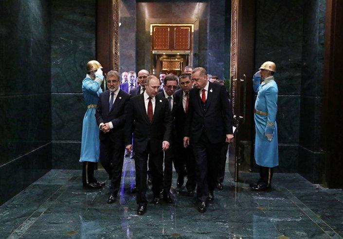 القمة الثلاثة - روسيا و تركيا و إيران - الرئيس فلاديمير بوتين والرئيس رجب طيب أردوغان والرئيس الإيراني حسن روحاني في أنقرة، تركيا 3 أبريل/ نيسان 2018