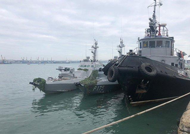 الوضع في مضيق كيرتش، القرم، روسيا - السفن الحربية الأوكرانية المحتجزة في ميناء كيرتش