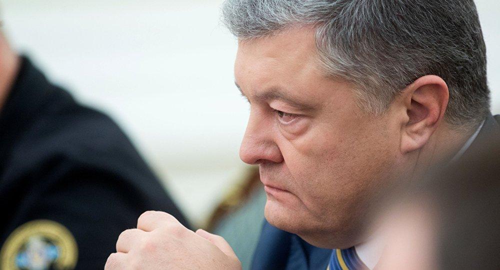 الرئيس الأوكراني بيوتر بوروشينكو خلال جلسة مجلس الأمن والدفاع القومي في كييف، 26 نوفمبر/ تشرين الثاني 2018