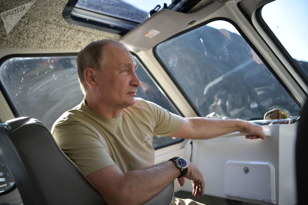 الرئيس الروسي فلاديمير بوتين خلال عطلته في جمهورية تيفا الروسية، عام 2018
