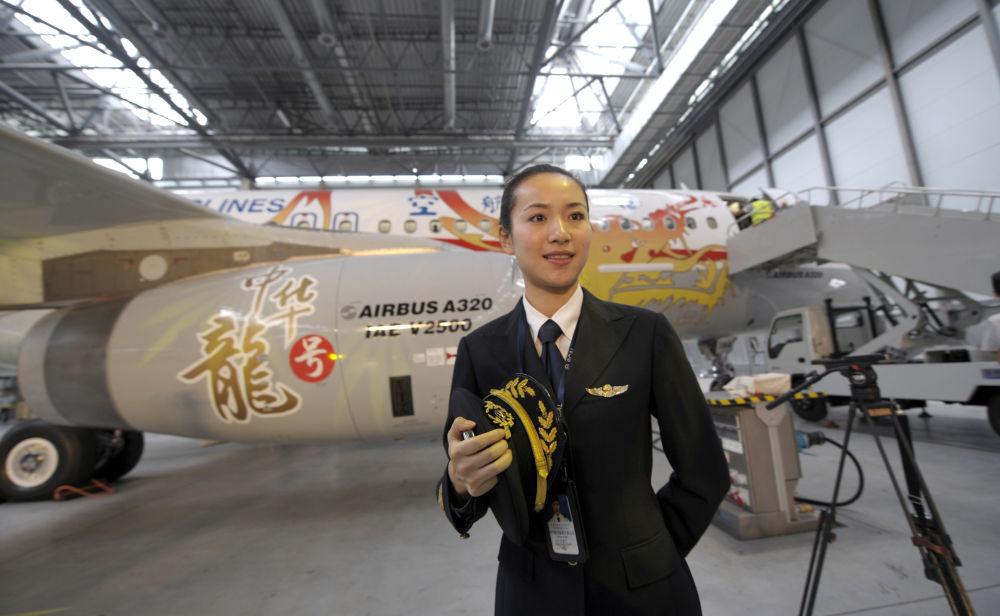 وانغ جيكيان، أول امرأة طيار في شركة سيتشوان آيرلاينز الصينية