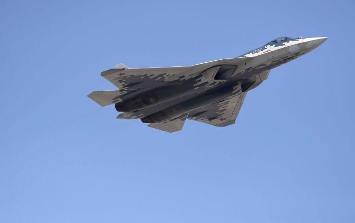 """رحلة تدريبية… فيديو من قمرة قيادة المقاتلة """"سو-57"""""""