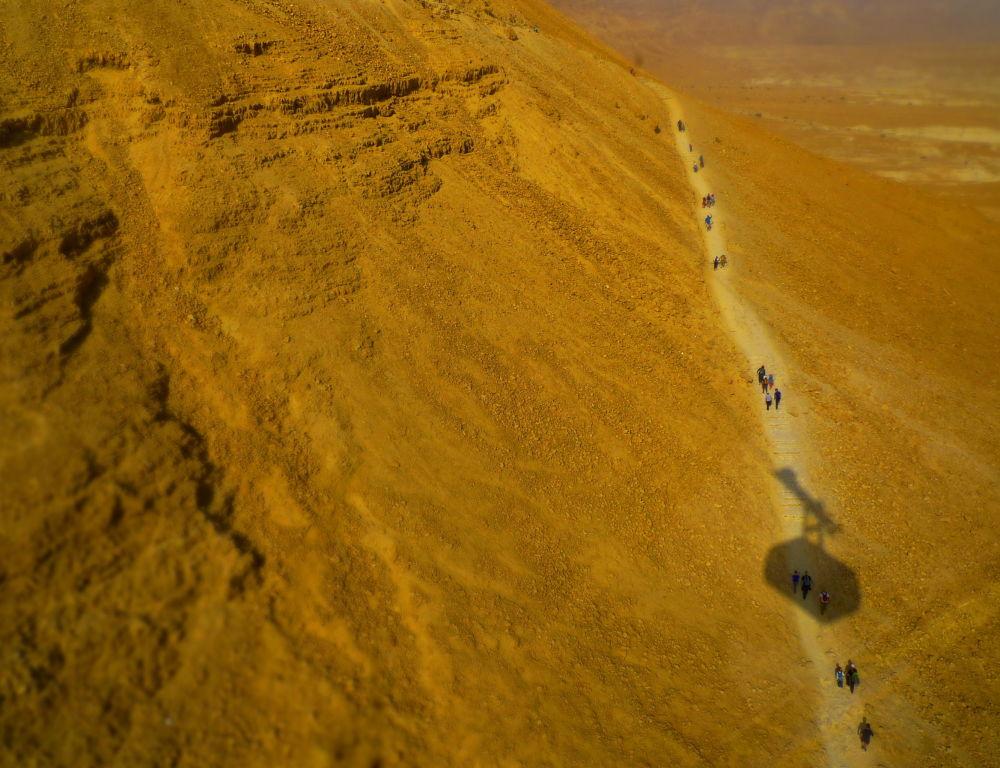 تلفريك باتجاه قلعة متسادا في جنوب إسرائيل