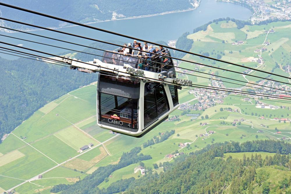 تلفريك كابري-0 بسطح مفتوح في سويسرا