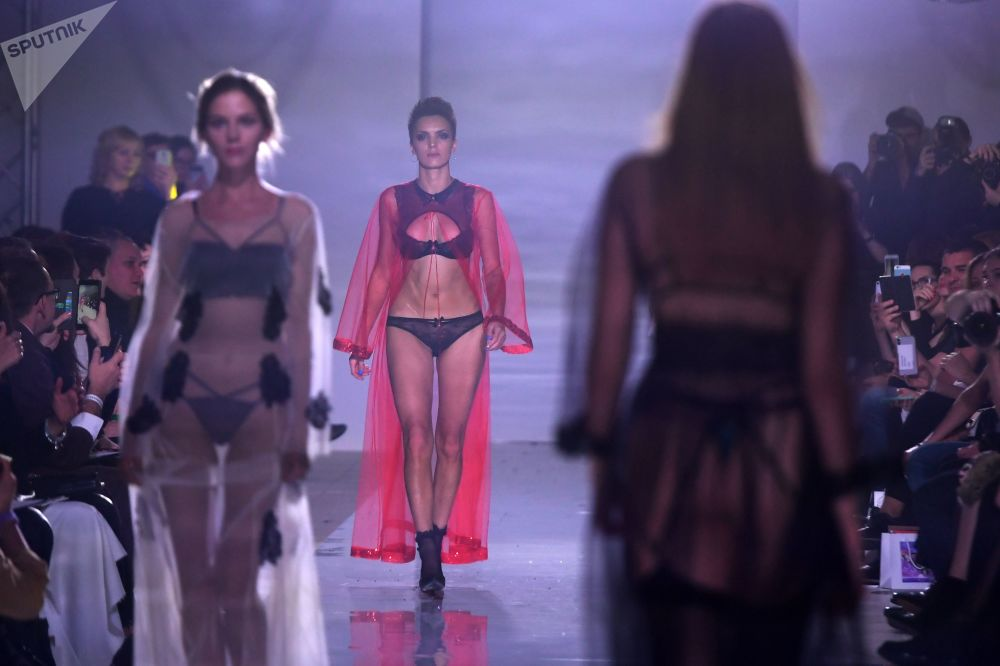 عرض أزياء في إطار أسبوع فولغا للموضة في قازان
