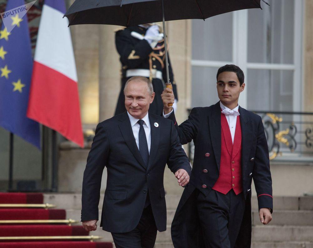 الرئيس فلاديمير بوتين يغادر قصر يليزيه في باريس، فرنسا نوفمبر/ تشرين الثاني 2018