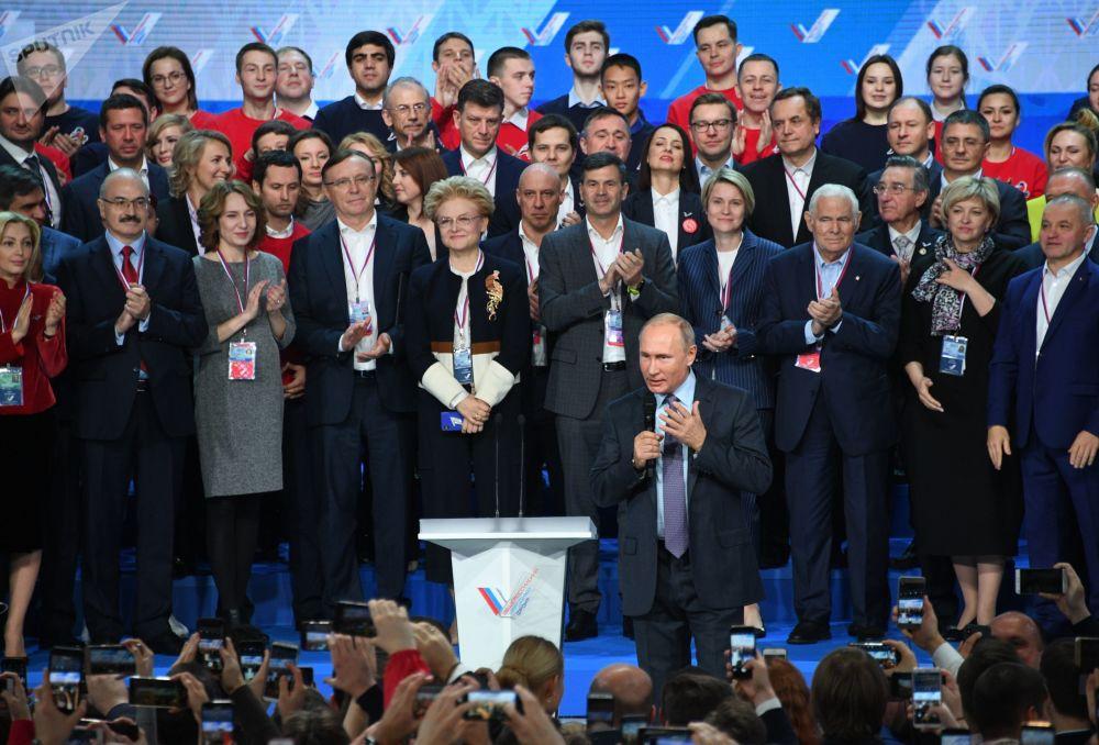 الرئيس فلاديمير بوتين في مؤتمر للجبهة الوطنية الروسية، 29 نوفمبر/ تشرين الثاني 2018