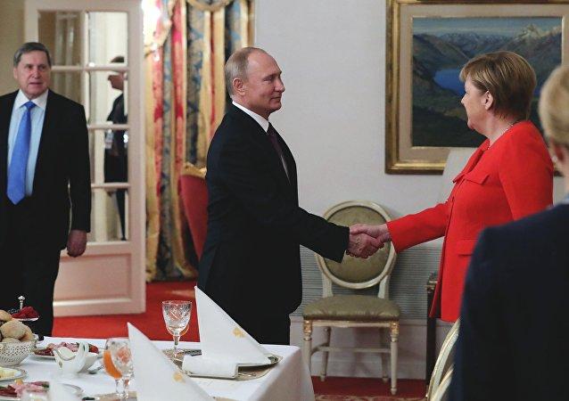 بوتين وميركل في قمة العشرين
