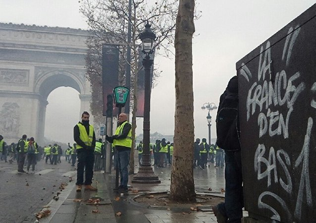 الاحتجاجات في فرنسا السترات الصفراء