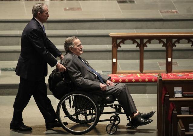 جورج بوش الأب والابن