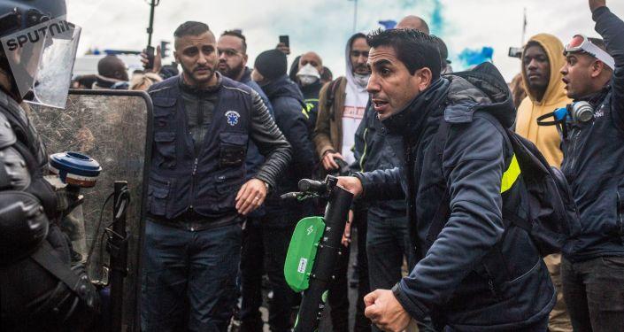 اضراب موظفي الإسعاف في فرنسا - مظاهرات و احتجاجات باريس ضد الإصلاح والتغيير فيما يخص تمويل مركبان النقل الطبي، ديسبمر/ كانون الأول 2018