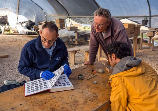العثور على عملة ذهبية نادرة من فترة الحروب الصليبية في إسرائيل