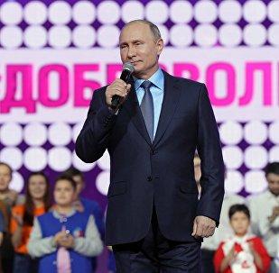 الرئيس الروسي فلاديمير بوتين في منتدى المتطوعين