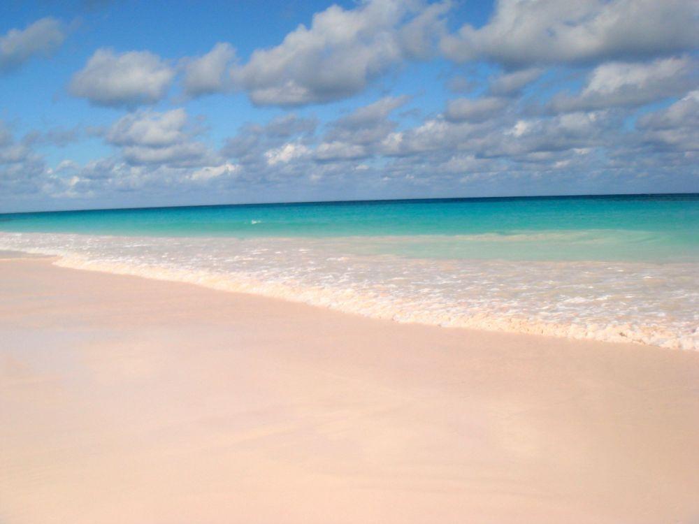 الشاطئ الوردي على جزيرة هاربور، ضمن جزر باهاماس