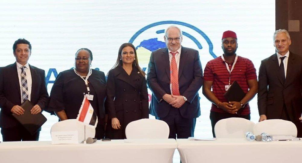 الدكتورة سحر نصر، وزيرة الاستثمار والتعاون الدولي المصرية، وفيليب لو هورو، رئيس مؤسسة التمويل الدولية